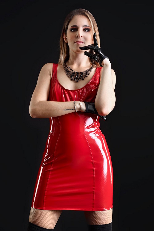 Emmanuelle Robe rouge